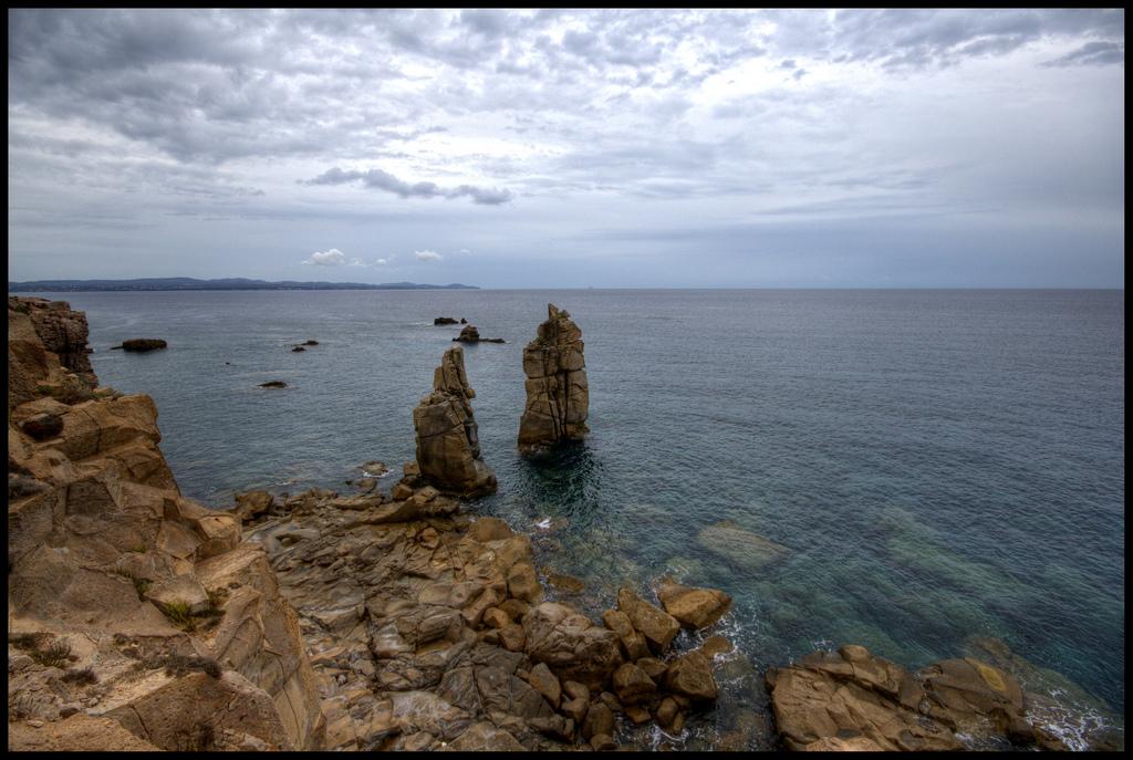 Isla san pietro y carloforte isla de cerdea turismo sardegna columnas naturales en la isla de san pietro sciox Gallery