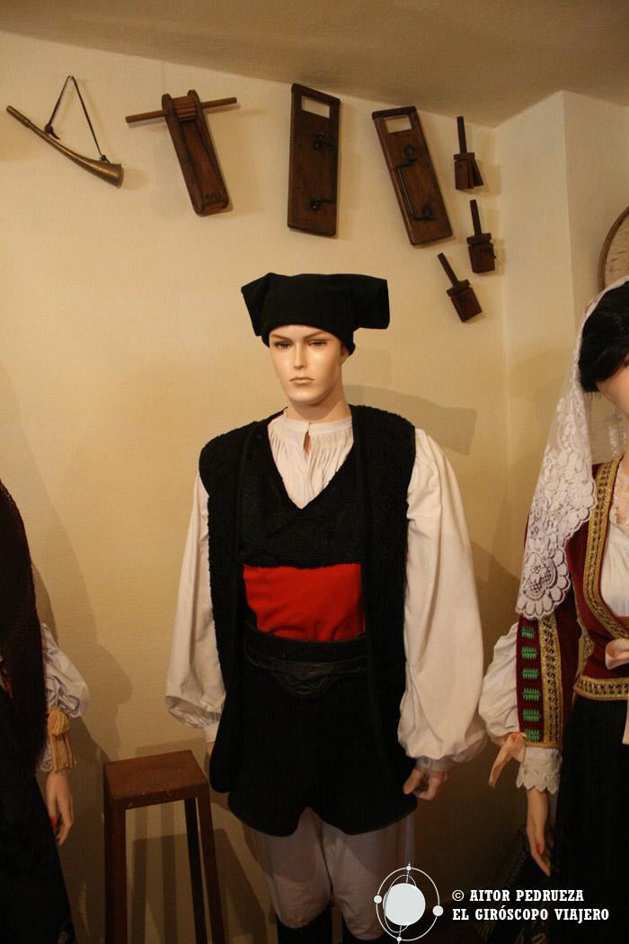 Vestidos típicos conservados en el museo antropológico de S'Abba Frisca