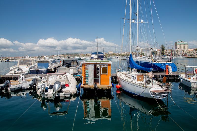 House Boat en el puerto de Alghero
