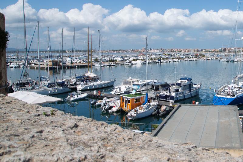 Puerto de Alghero con la Casa Barco